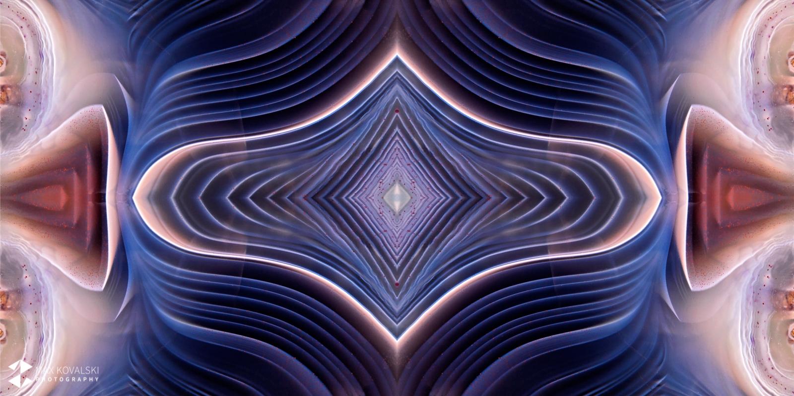 תמונת תקריב ראי של אגת בוטסוואנה בגוונים כהים עם סגול. צילום ועריכה: מקס קובלסקי Photo by Max Kovalski www.maxkov.com