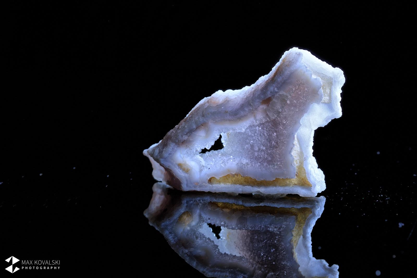פריט יפהפה של אגת תחרה-כחולה גולמית. צילום: מקס קובלסקי Photo by Max Kovalski www.maxkov.com