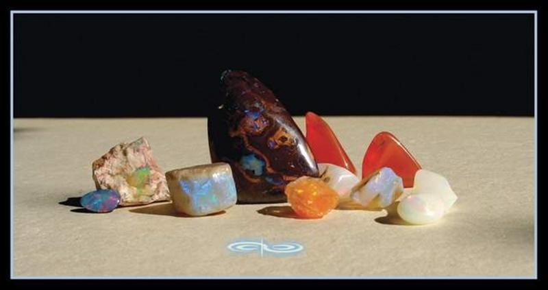אבני אופאל בצבעים ותצורות שונות. צילום: מקס קובלסקי Photo by Max Kovalski www.maxkov.com