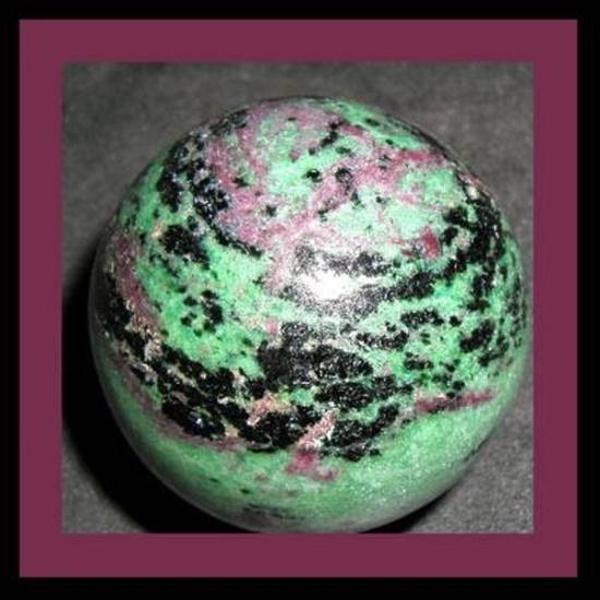 כדור (ספרה) של רובי עם זויסייט. מהאתר של החנות סטונאייג'  www.stoneage.co.il צילום: שני תודר photo: Shani Toder