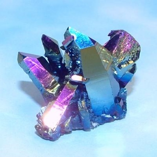 """טיטניום-קוורץ - קריסטל אורורה. גרסת המעבדה הזוהרת בשלל צבעים. מהאתר של  """"אירית קריסטלים"""" www.iritltd.com"""