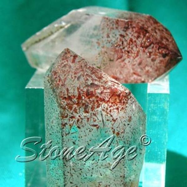 גנרטורים טבעיים של טיטניום-קוורץ. מהאתר של החנות סטונאייג'  www.stoneage.co.il צילום: שני תודר photo: Shani Toder