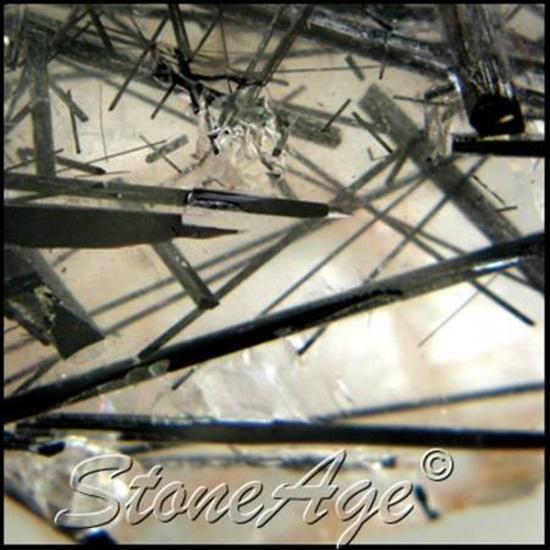 טורמלין קוורץ בצילום תקריב. מהאתר של החנות סטונאייג'  www.stoneage.co.il צילום: שני תודר photo: Shani Toder