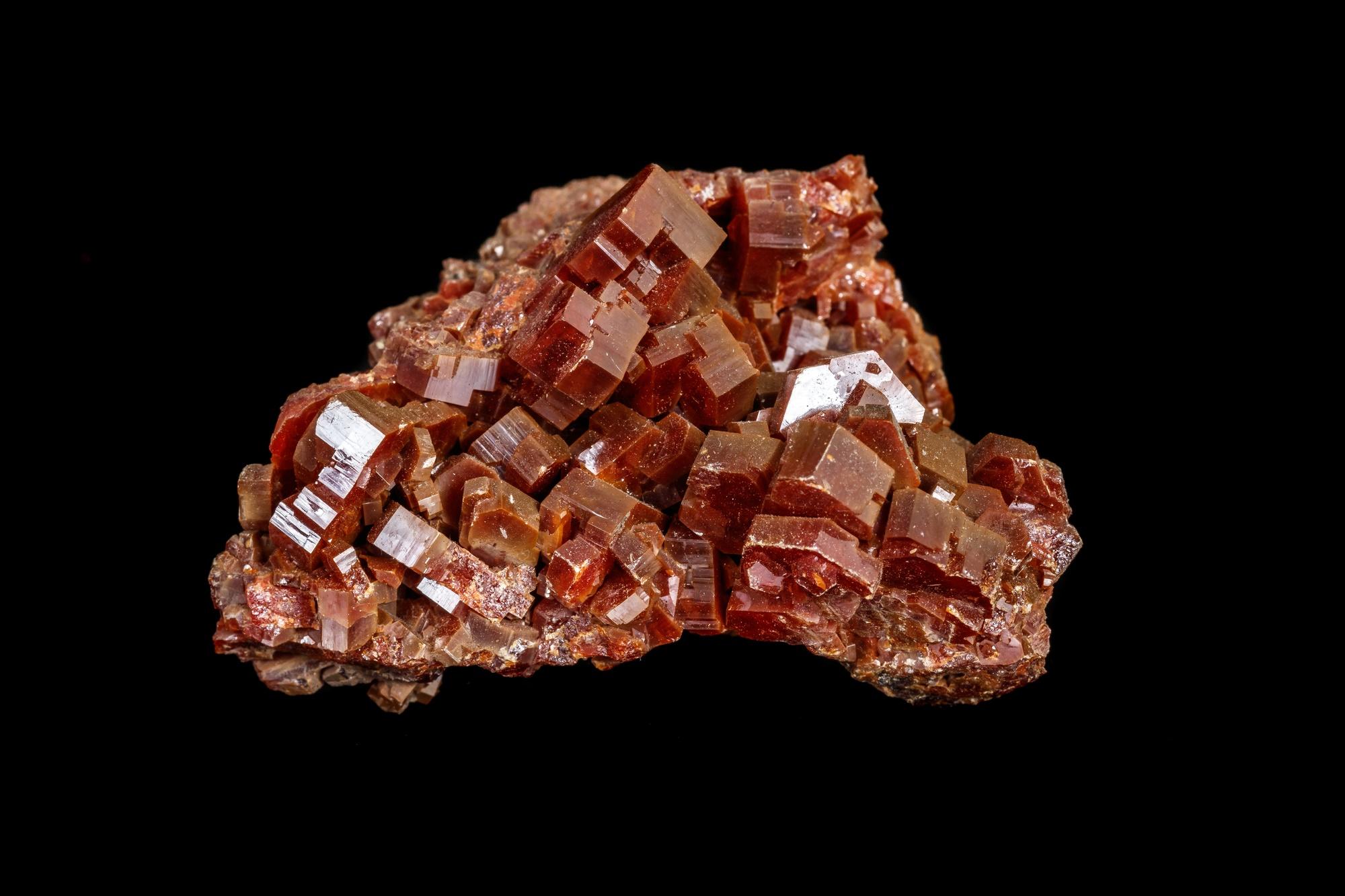 """מושבת וונדינייט באדום-חום, עם גבישים גדולים במיוחד. התמונה ממאגר """"דפוזיט"""" From """"Deposit"""" Photos"""
