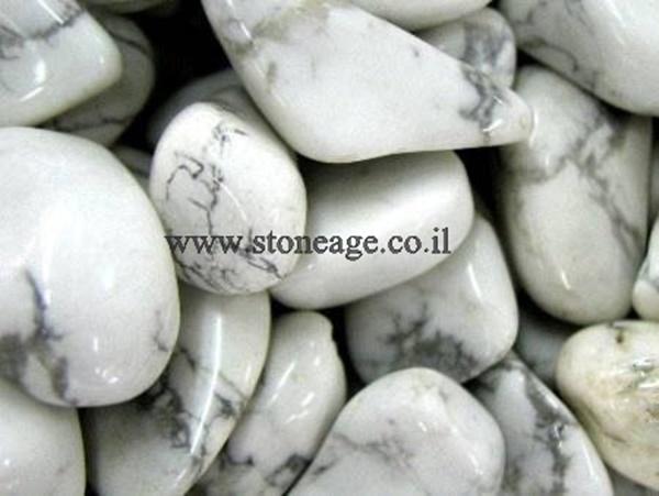 חלוקי היולייט לבנים. מהאתר של החנות סטונאייג'  www.stoneage.co.il צילום: שני תודר photo: Shani Toder