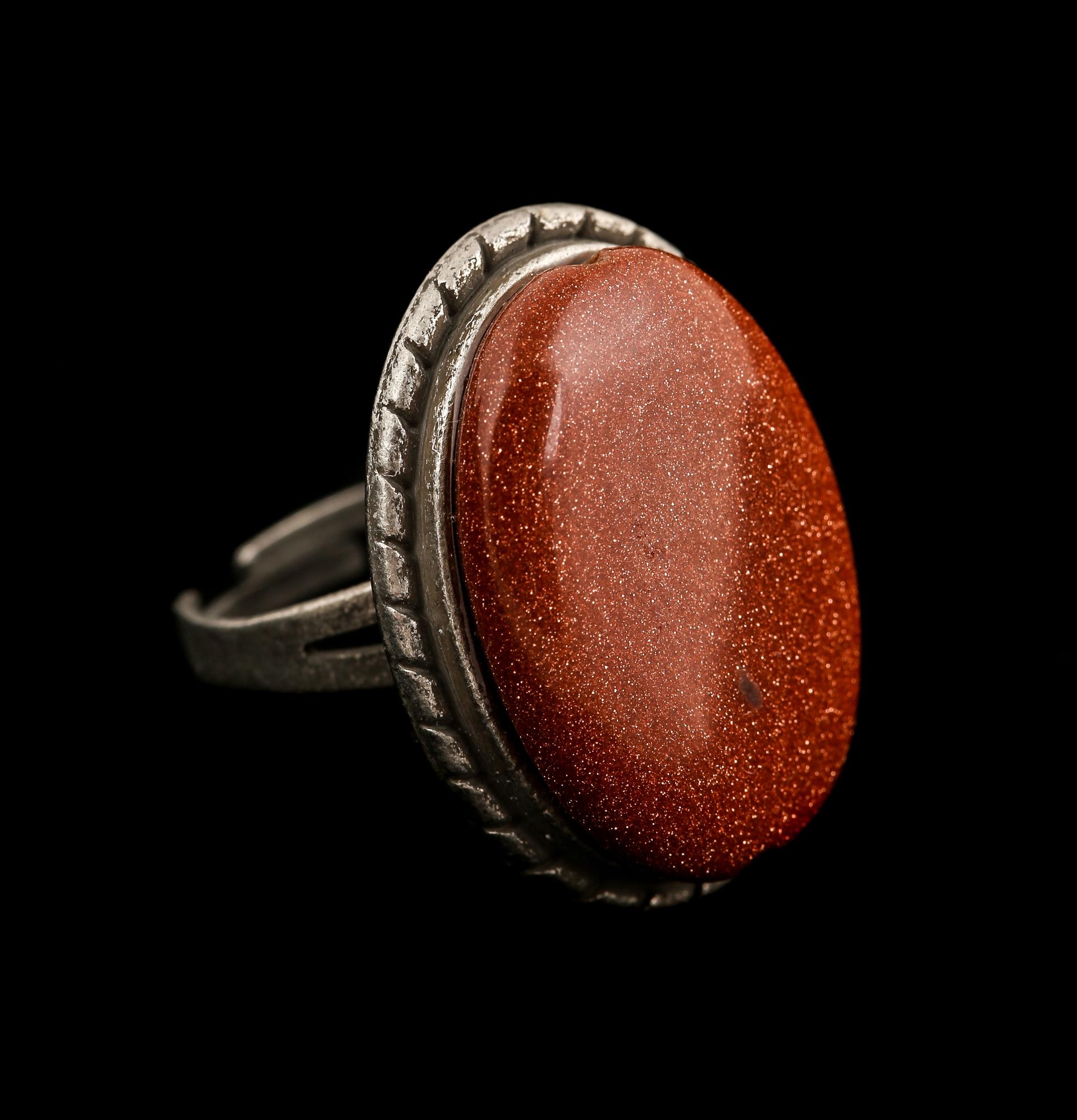 טבעת מגולדסטון אדומה. מהאוסף של החנות From the collection of KSC-CRYSTALS
