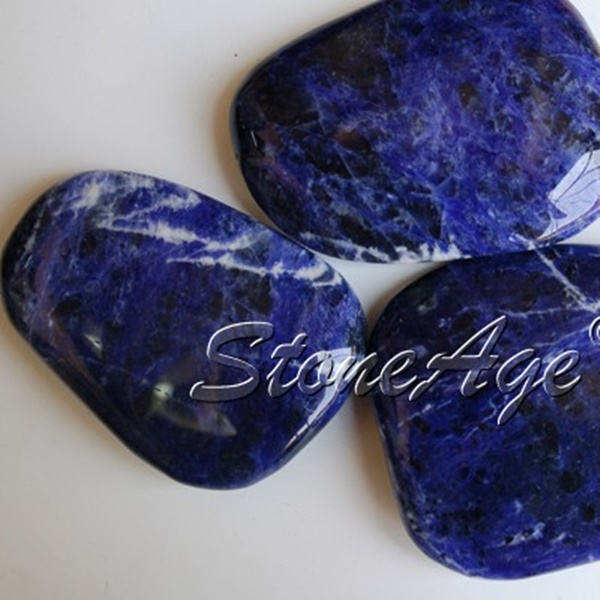 חלוקי סודלייט. מהאתר של החנות סטונאייג'  www.stoneage.co.il צילום: שני תודר photo: Shani Toder