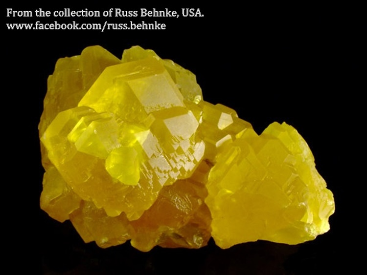 מושבת סולפור עם גבישים גדולים יחסית וצבע חזק. ממכרה בסיציליה. מהאוסף של רוס בהנק האמריקאי. From the collection of Russ Behnke, USA