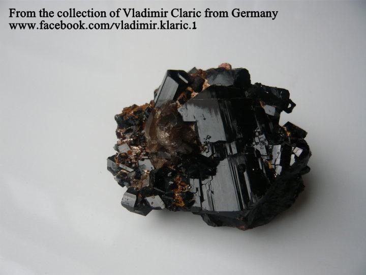 מושבה של טורמלין חומה. מהאוסף של ולדימיר קלריק מגרמניה. From the collection of Vladimir Claric from Germany